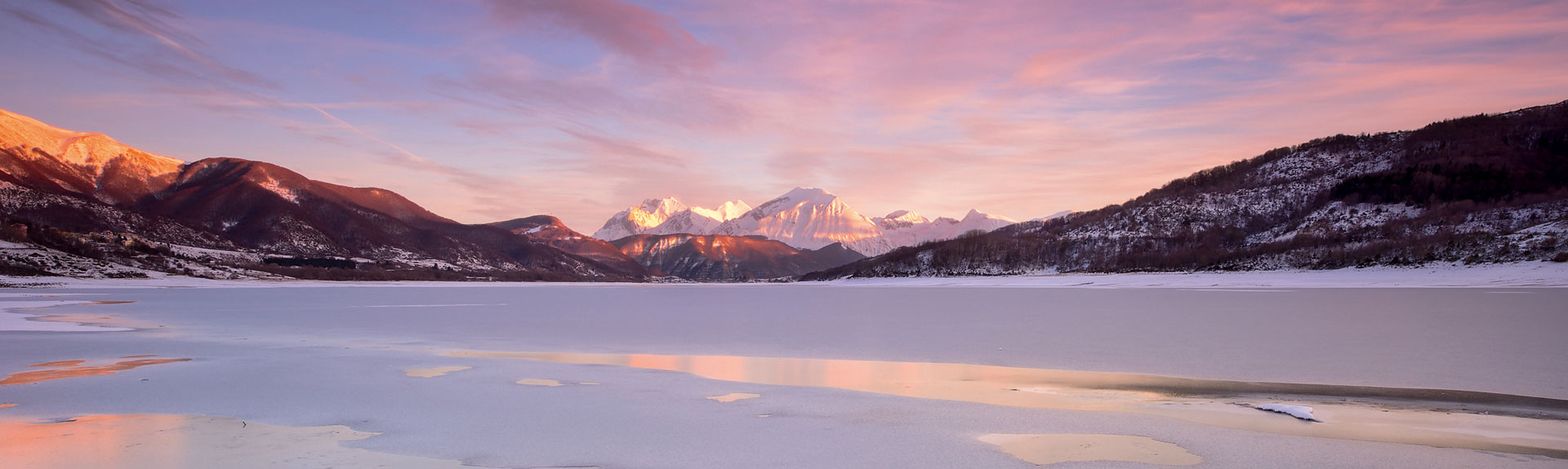 Il lago di Campotosto con ghiaccio